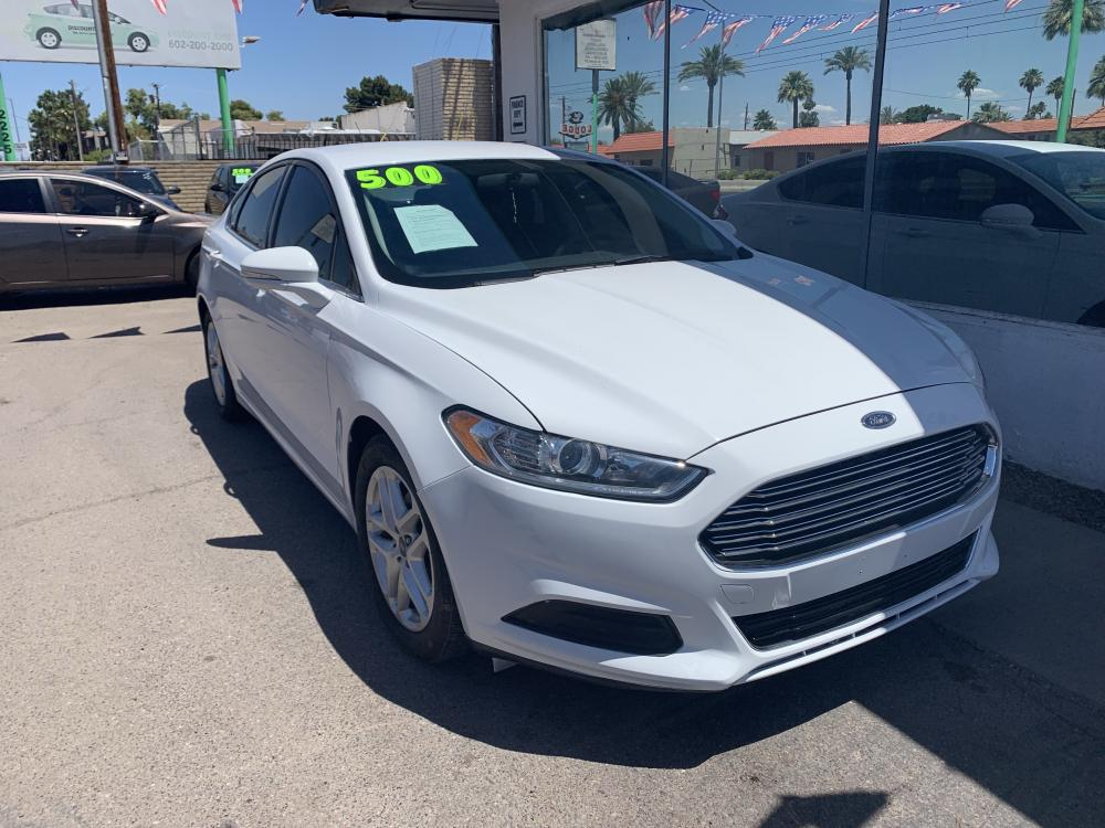 2015 White /Charcoal Black Ford Fusion SE (3FA6P0H75FR) with an 2.5L L4 DOHC 16V engine, 6-Speed Automatic transmission, located at 2231 W Main St., Mesa, AZ, 85201, (480) 707-9008, 33.415115, -111.848190 - Photo #0